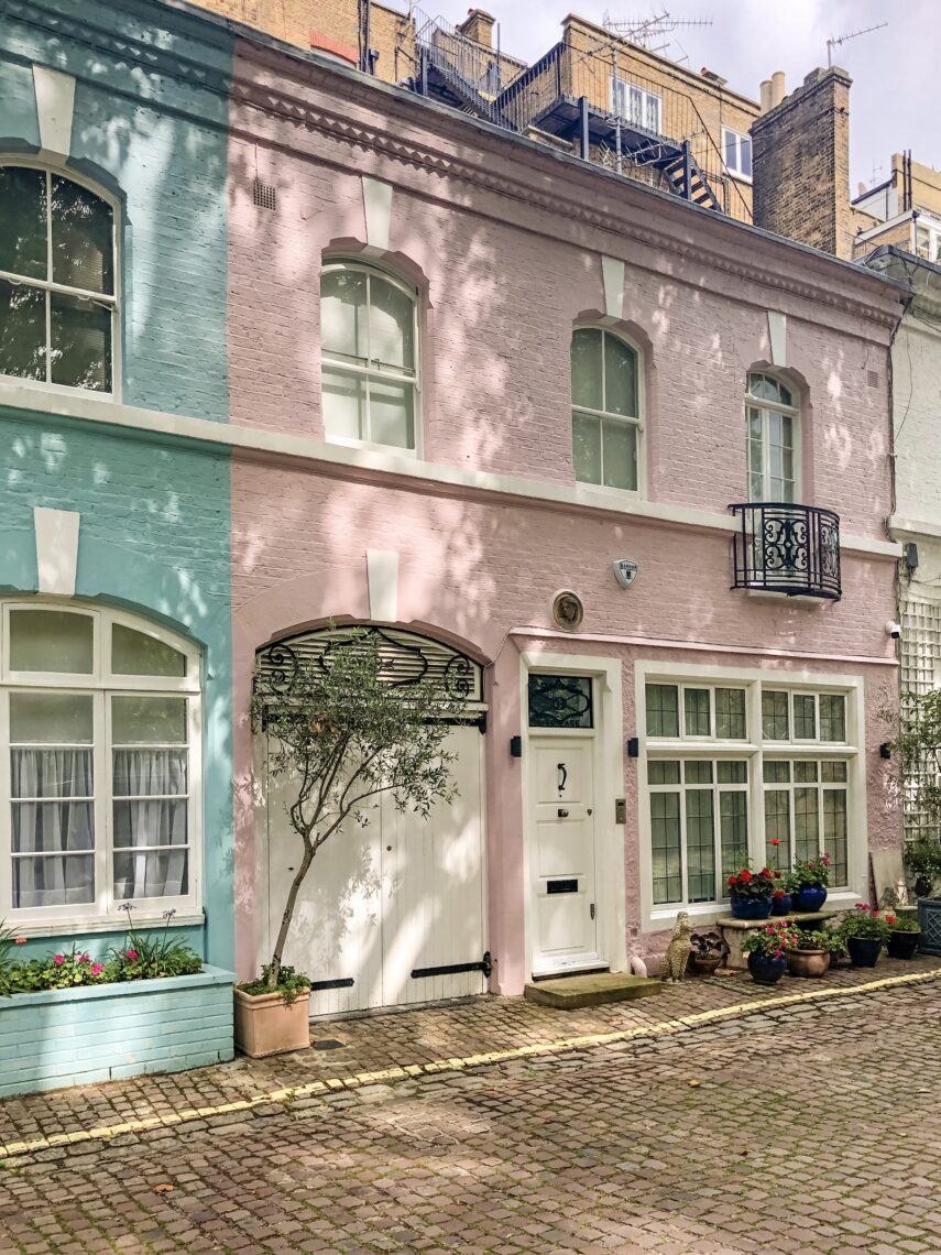 martha brook - pink places in london - Ennismore gardens